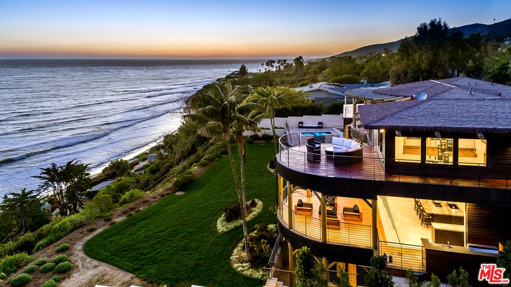 The best malibu beach houses russell grether and associates for Beach house view